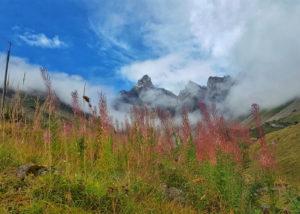 pointe percee dans les nuages depuis doran